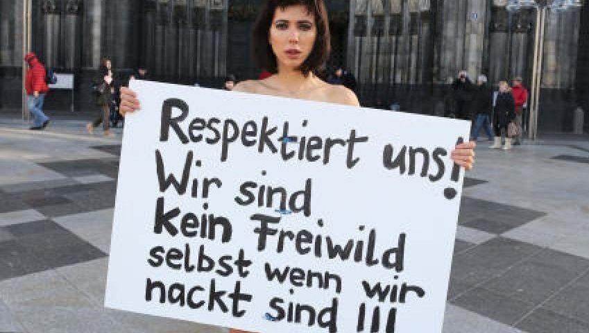Performance vor dem Kölner Dom am 8. Januar: »Gegen dieses ganze Arschgekneife und Busengegrapsche«
