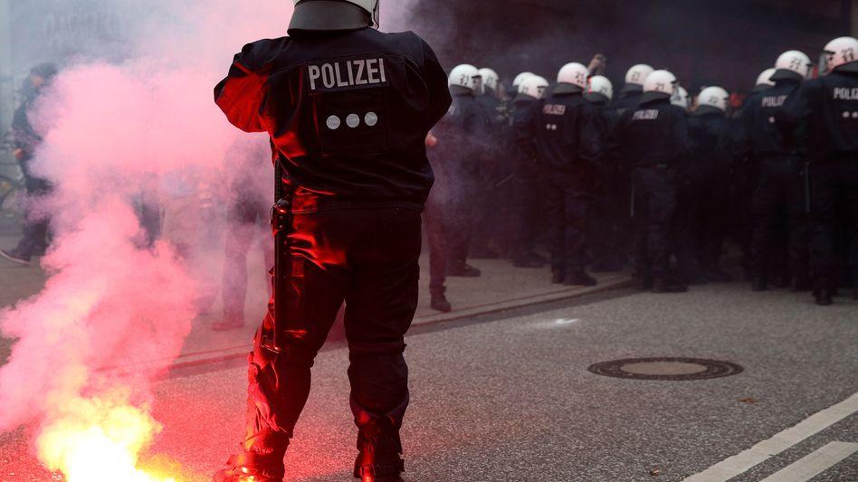 Schwere Krawalle bei Demo: Grüne kritisieren Polizeieinsatz in Hamburg