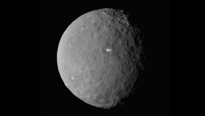 Ceres: Im Tiefflug über den Zwergplaneten