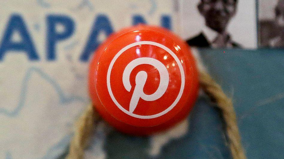 Reißzwecke mit Pinterest-Logo: Die Objekte der Begierde können nun nicht mehr nur gepinnt, sondern gleich in der App gekauft werden