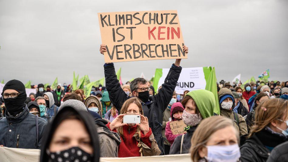 """Demonstranten im Dannenröder Forst: """"Klimaschutz ist kein Verbrechen"""""""
