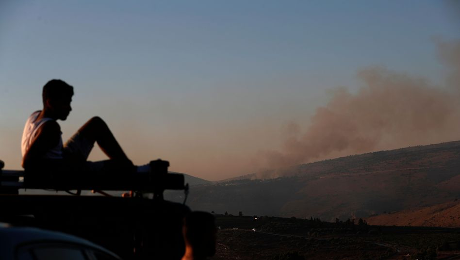 Israeli beobachtet Rauch nach Hisbollah-Angriff: Eine der schwersten Zwischenfälle seit 2006