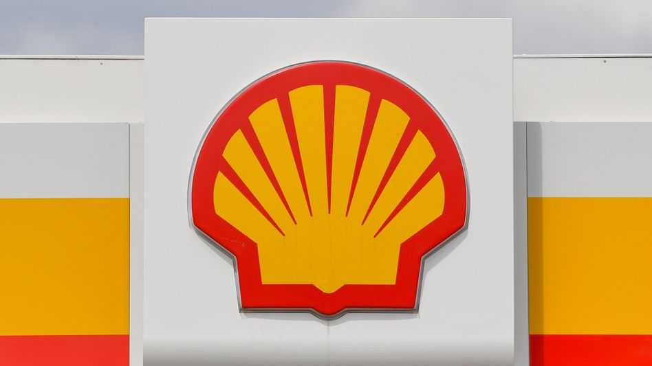 Shell-Logo an einer Tankstelle (Archivbild): Wie viel Benzin braucht die Welt?