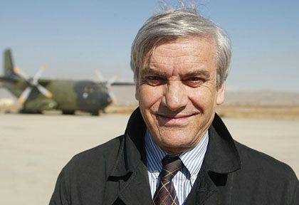 Afghan Trade and Industry Minister Amin Farhang was the target of German espionage for six months.
