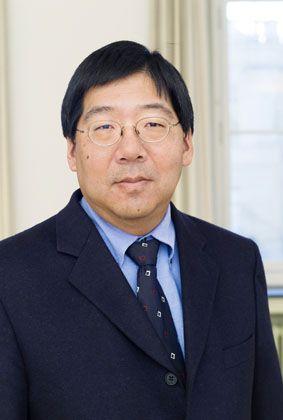 Der Chemiker Peter Chen, 49, ist Vizepräsident für Forschung und Wirtschaftsbeziehungen an der ETH Zürich