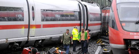 Bahn-Mitarbeiter an entgleistem ICE: Züge in Werkstätten zurückgerufen