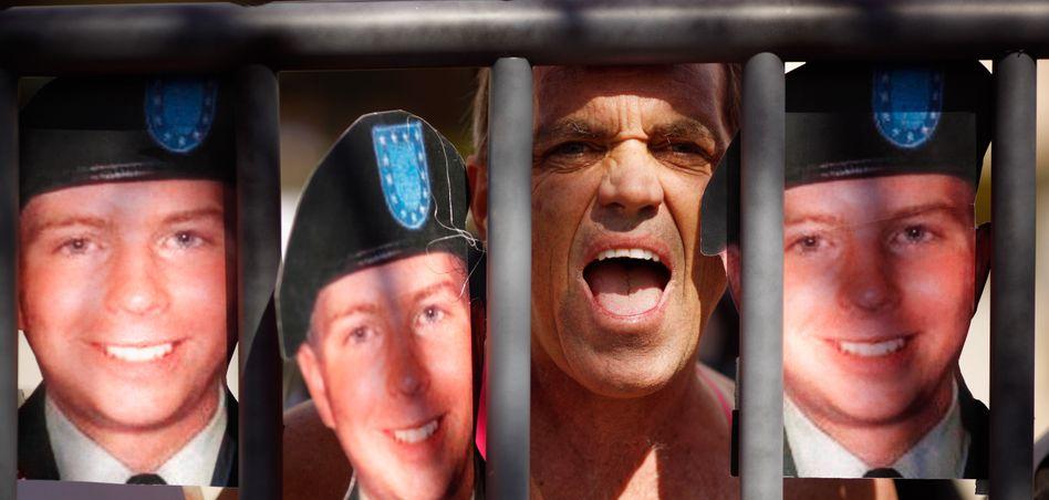 """Demonstration von Manning-Anhängern: """"Weltweit Debatten anzetteln"""""""