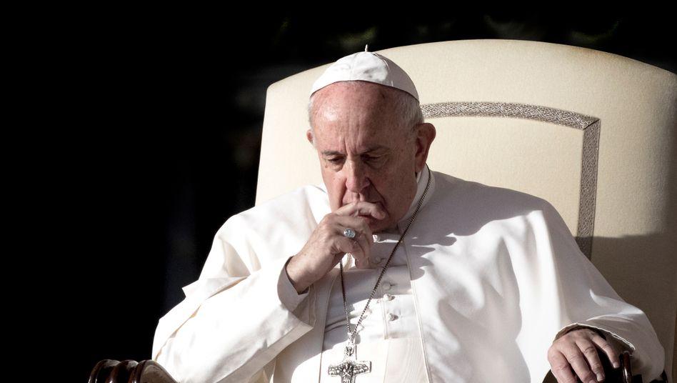 Papst Franziskus will den Zölibat vorerst nicht lockern (Archivbild vom November)