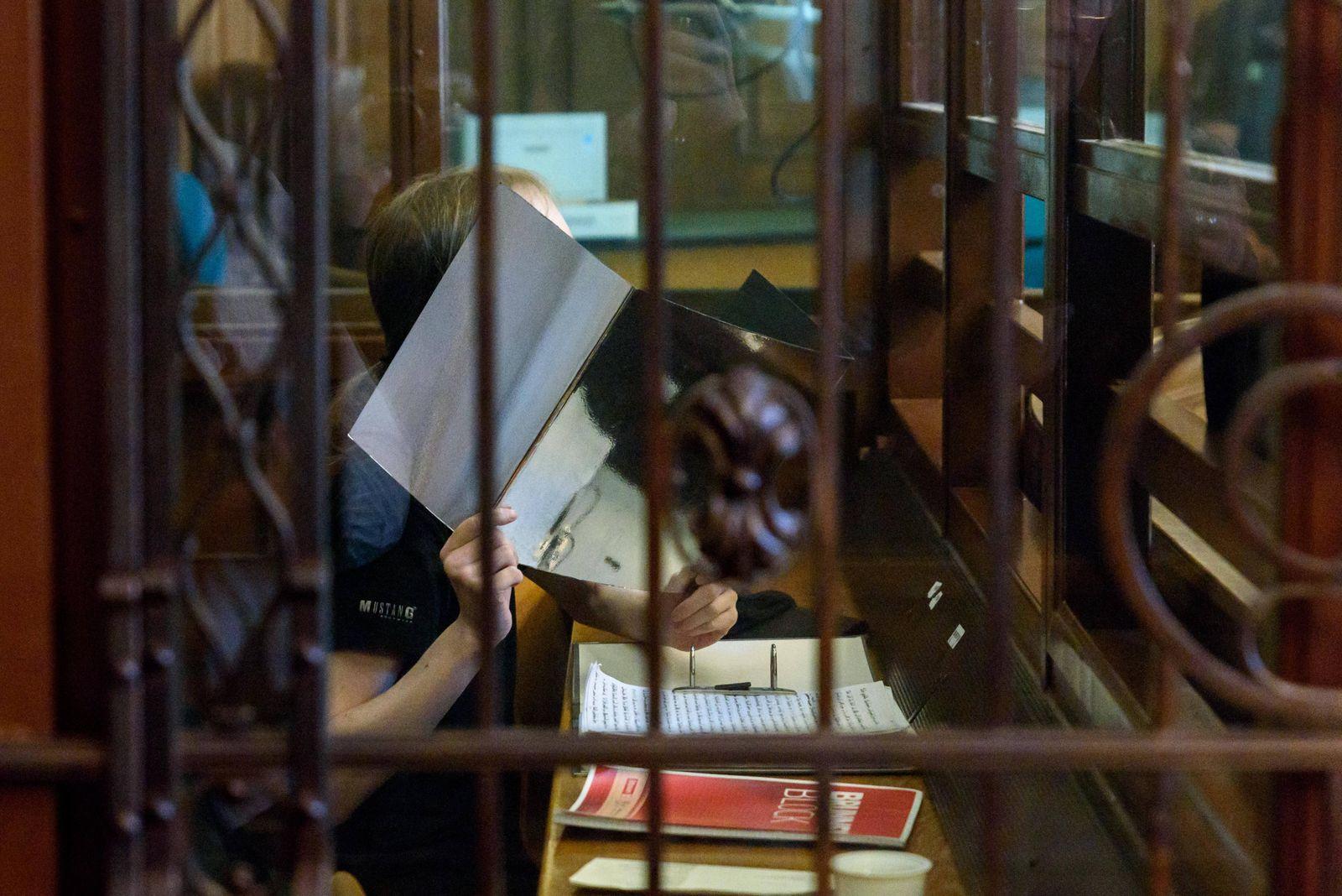 News Themen der Woche KW17 News Bilder des Tages Der Angeklagte Andre M.zum Prozessauftakt wegen rechtsextremer Drohmail