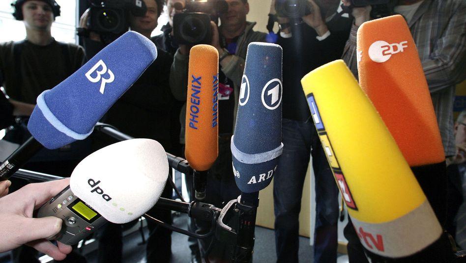 Mikrofone von ARD und ZDF: eine halbe Milliarde Überschuss