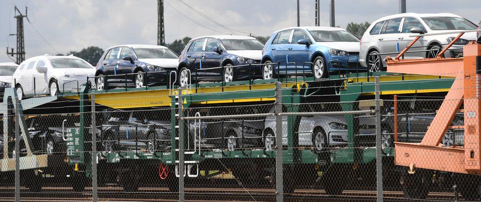 VW auf einem Güterzug am Werk in Zwickau