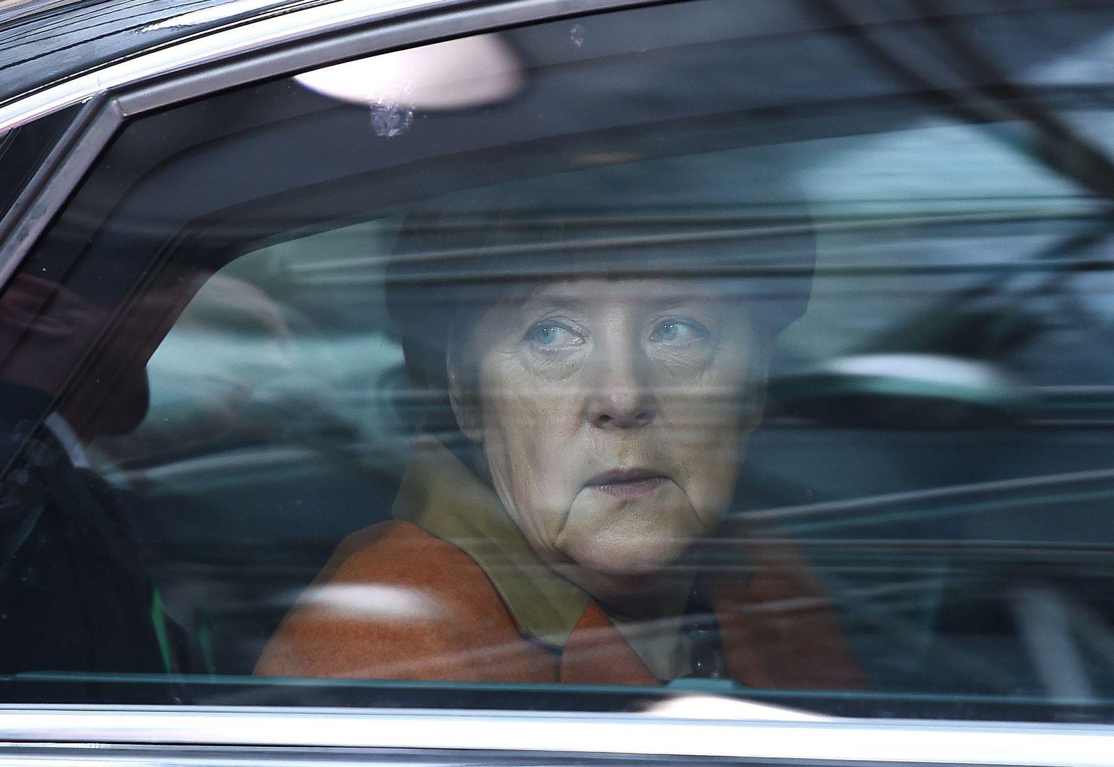 SPIN 11/2016 Merkel isoliert pp22