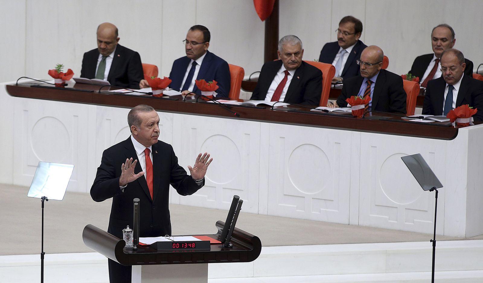 Erdogan spricht im Parlament in Ankara