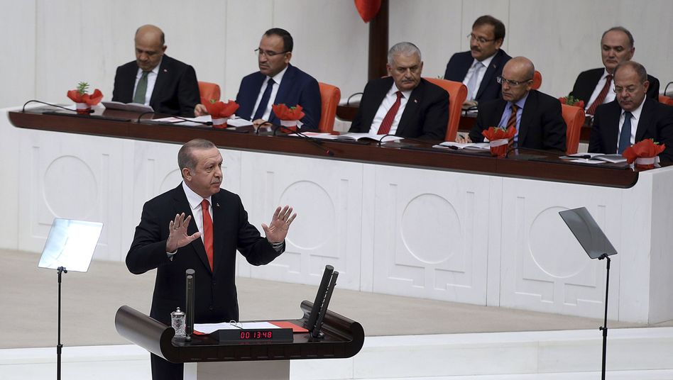 Türkischer Präsident Erdogan bei seiner Rede im Parlament