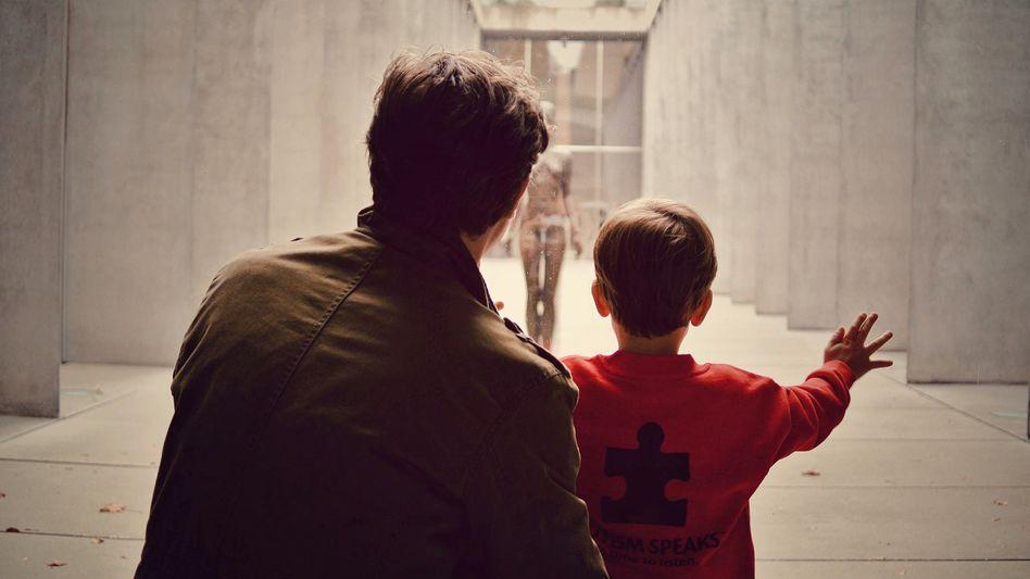 Jörg Schudrowitz mit seinem Sohn
