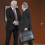 Außenminister Frank-Walter Steinmeier, Noch-CSU-Chef Erwin Huber: Geschacher um Patienten-Euro