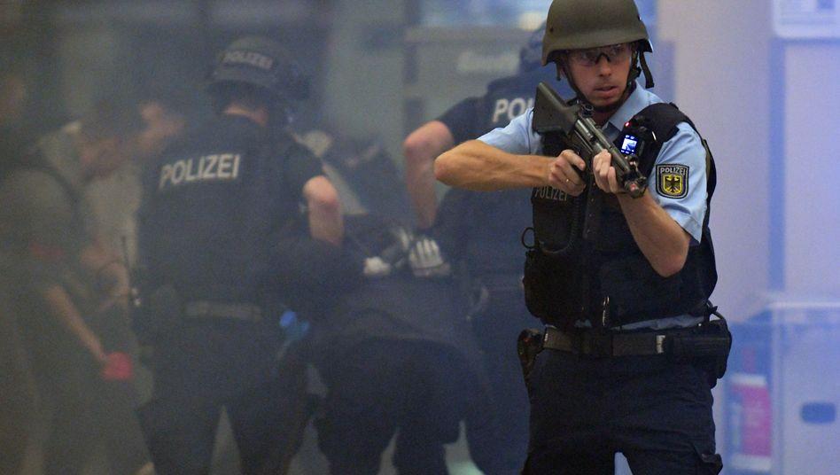 Anti-Terror-Übung der Bundespolizei und Polizei im Bremer Hauptbahnhof
