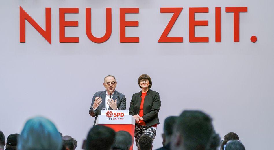 Norbert Walter-Borjans und Saskia Esken sprechen beim SPD-Parteitag die Schlussworte
