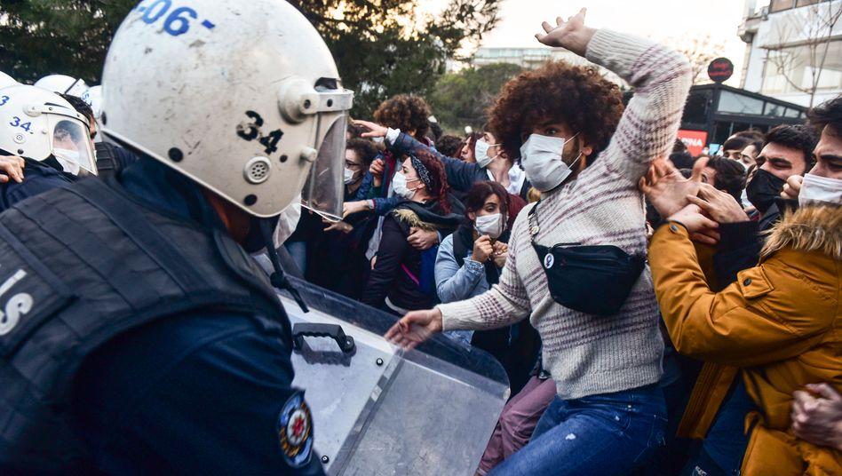 Studierende an der Boğaziçi-Universität in Istanbul protestieren gegen ihren neuen Uni-Rektor