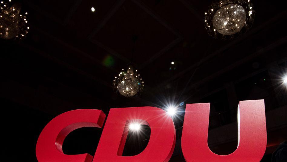 Logo der CDU beim Landesparteitag in Sachsen-Anhalt: Direktkandidat in Halle wird nach Impfskandal ersetzt