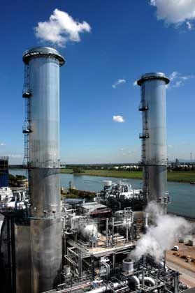Schornsteine im BASF-Werk Ludwigshafen: Deutsche wollen das Klima schützen