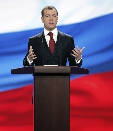 """Wenn Dmitri Medwedew, spricht, ist ihm die beste Sendezeit sicher. Russlands Journalistenunion: """"Das erinnert schon stark an Sowjetzeiten."""""""