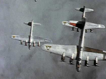 Bomber im zweiten Weltkrieg: Bauhaus und Zyklon B.