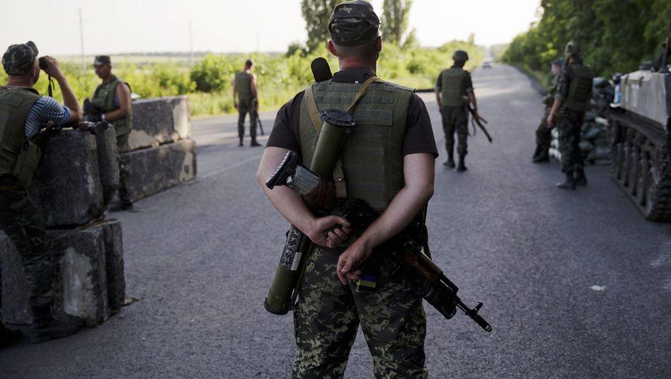 Ukrainische Grenzposten nahe Amwrosiewka: Verstärkte Kontrollen auf russischer Seite angeordnet