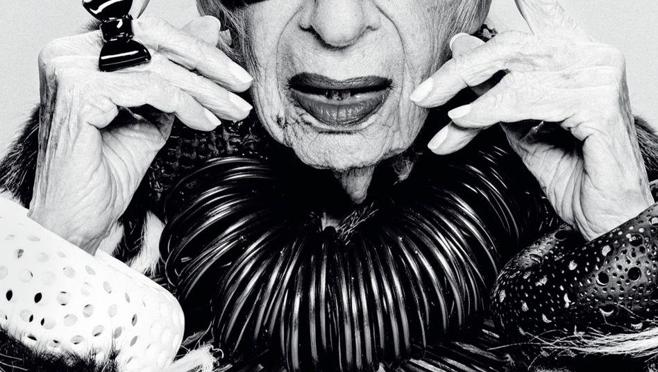Iris Apfel, 98, New Yorker Werbe- und Stilikone Apfel trägt gern Gucci und am liebsten vieles übereinander. Look aus ihrer privaten Garderobe