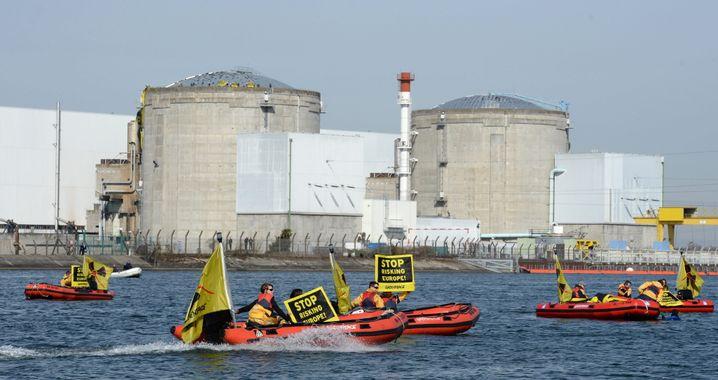 Proteste vor dem Kraftwerk Fessenheim nahe der deutsch-französischen Grenze (2014)