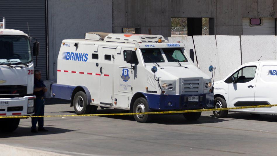 Aus diesem Transporter einer Sicherheitsfirma entwendeten Räuber knapp 15 Millionen US-Dollar