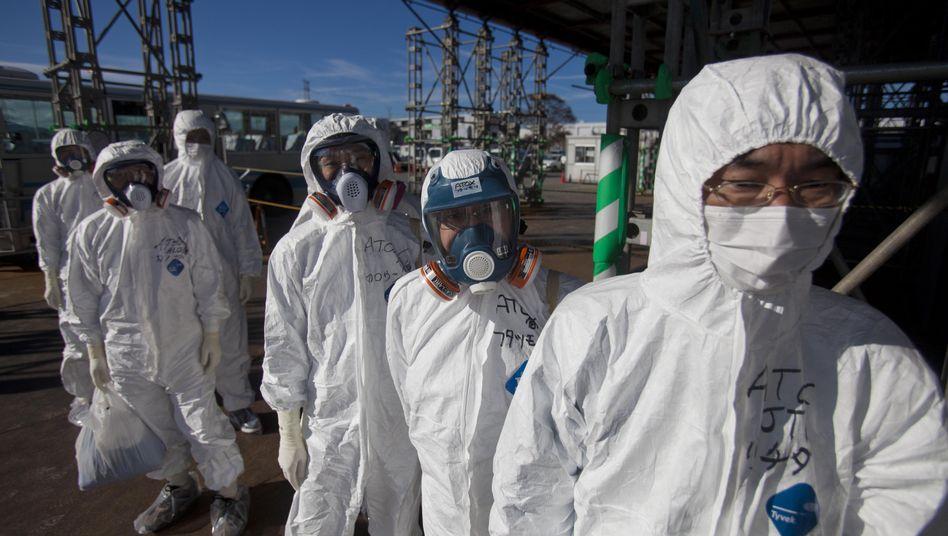 Arbeiter im AKW Fukushima Daiichi: Manipulierte Dosimeter bei externer Firma