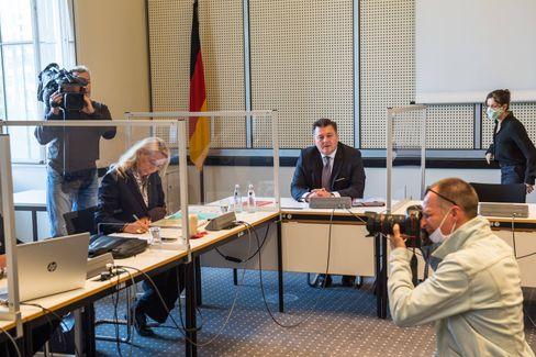 Barbara Slowik und Andreas Geisel bei der gestrigen Sitzung des Innenausschusses