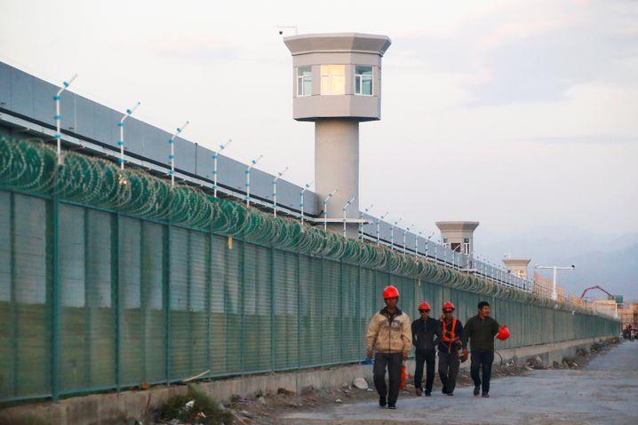 Internierungslager in Xinjiang: Mehr als eine Million Muslime sitzen in Haft