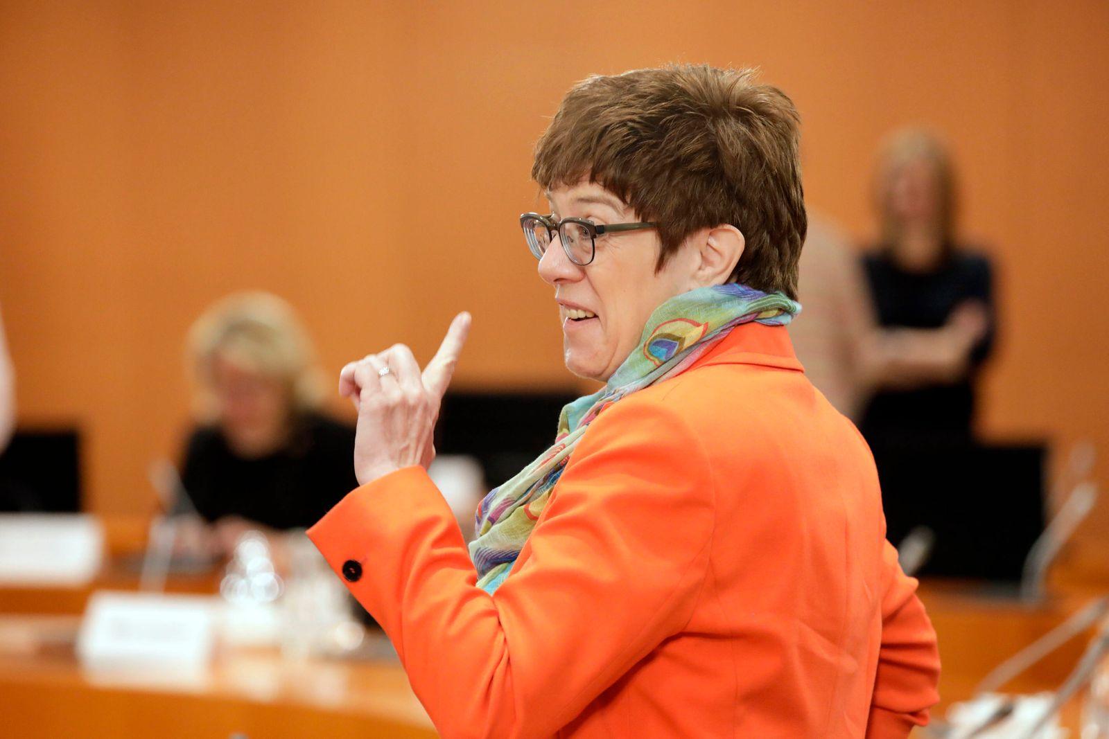 Annegret Kramp-Karrenbauer, Bundesministerin fuer Verteidigung, CDU, Kabinettsitzung, DEU, Berlin, 20.05.2020 *** Annegr