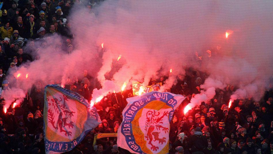 Braunschweiger Fans: An der Pyrotechnik entzündet sich die Fan-Debatte