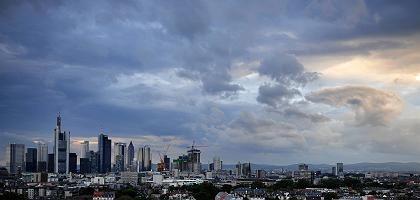Skyline von Frankfurt am Main: Banken rechnen mit größeren Risiken