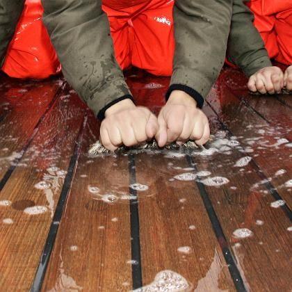Putzarbeiten: Bei unverheirateten Männern offenbar beliebter
