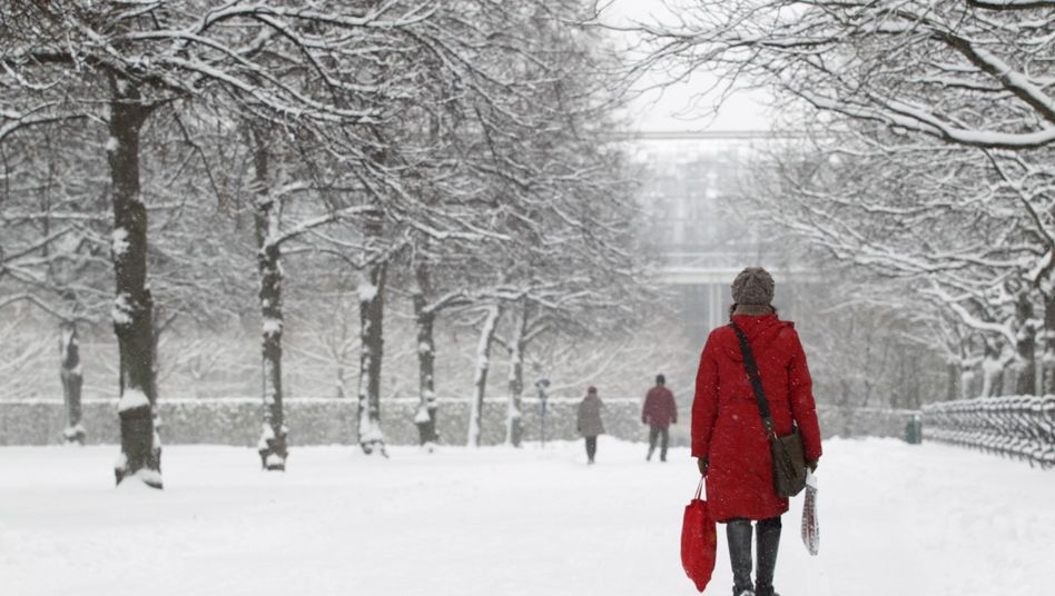 Spaziergängerin in München: Verräterische Spuren im Schnee