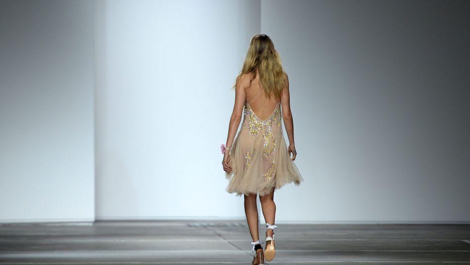 Model Cara Delevigne bei der Topshop-Präsentation: Bye-bye, Fashion Week