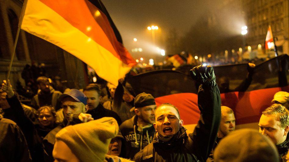 """Bärgida-Demo in Berlin (Januar 2015): """"Überwiegend rechtsextremistische Einflussnahme"""""""