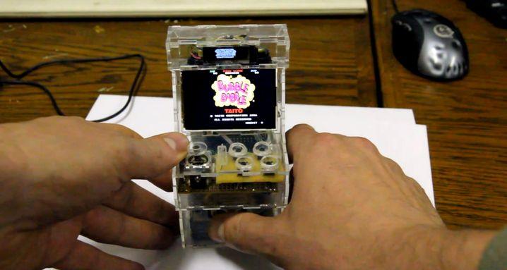"Mini-Spielautomat: ""Bubble Bobble"" auf einem Raspberry Pi mit 2,4-Zoll-Display"