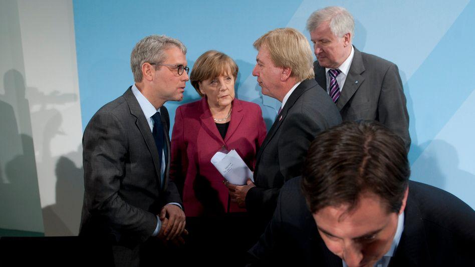 Merkel, Röttgen, Bouffier, Seehofer: Ringen um den Ausstieg