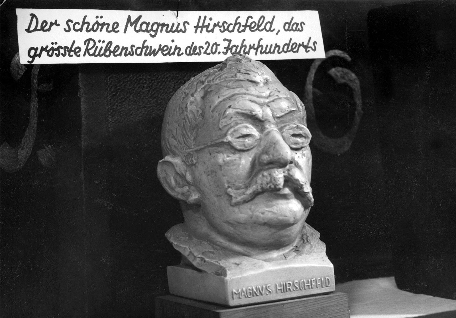 Büste von Magnus Hirschfeld mit antisemitischer Propaganda, 1934