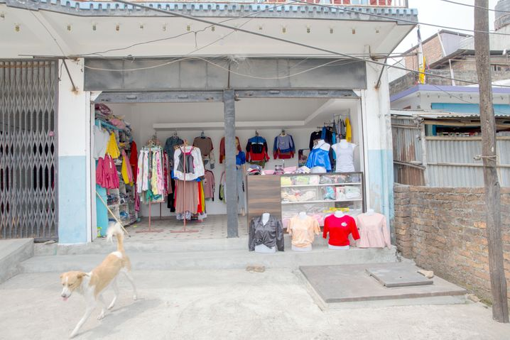 Diesen Laden hatte Dahal nach seiner Rückkehr in seiner Heimat Dharan, Nepal, eröffnet. Kürzlich musste er ihn wieder verkaufen – er hatte keinen weiteren Kredit von der Bank bekommen