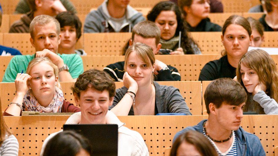 Studenten im Hörsaal (Archiv): Wie der Studienstart gelingt