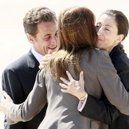 Betancourt bei Sarkozy und Bruni-Sarkozy in Paris: Die Pein ist zu Ende - die Spekulationen beginnen