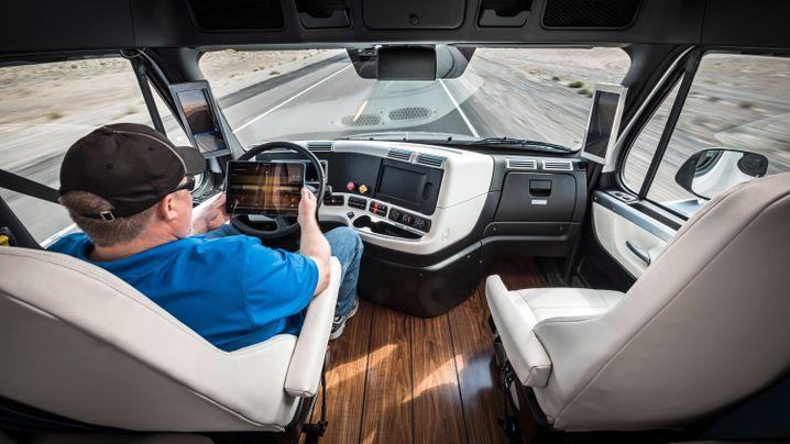 Zulassung in Nevada: Testfahrt im autonomen Daimler-Laster