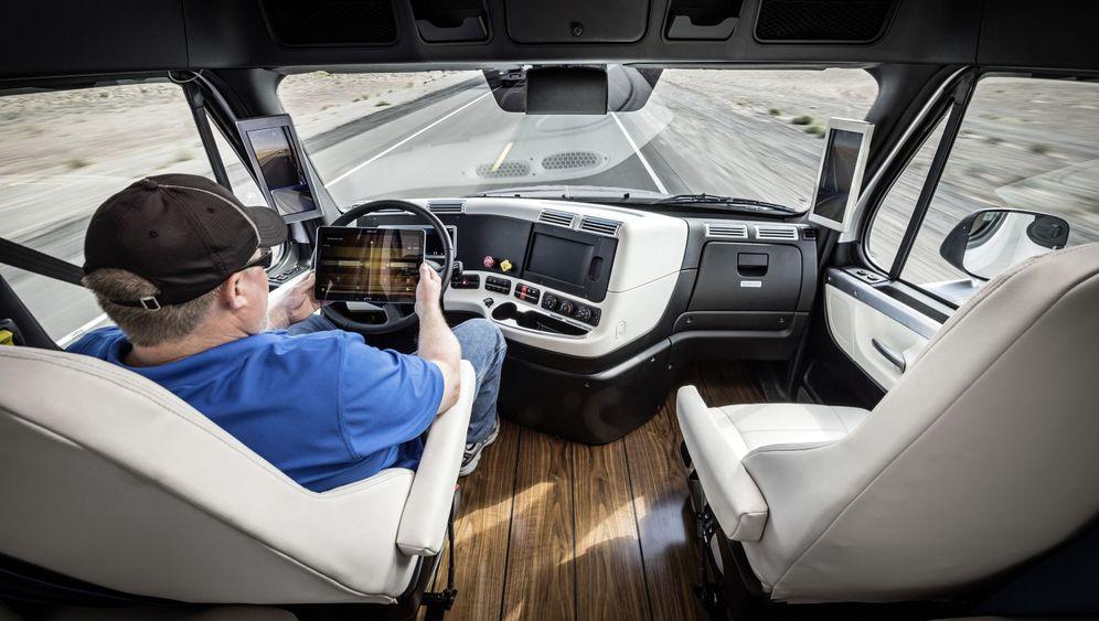 Selbstfahrender Laster: Der Trucker wird jetzt Transport-Manager