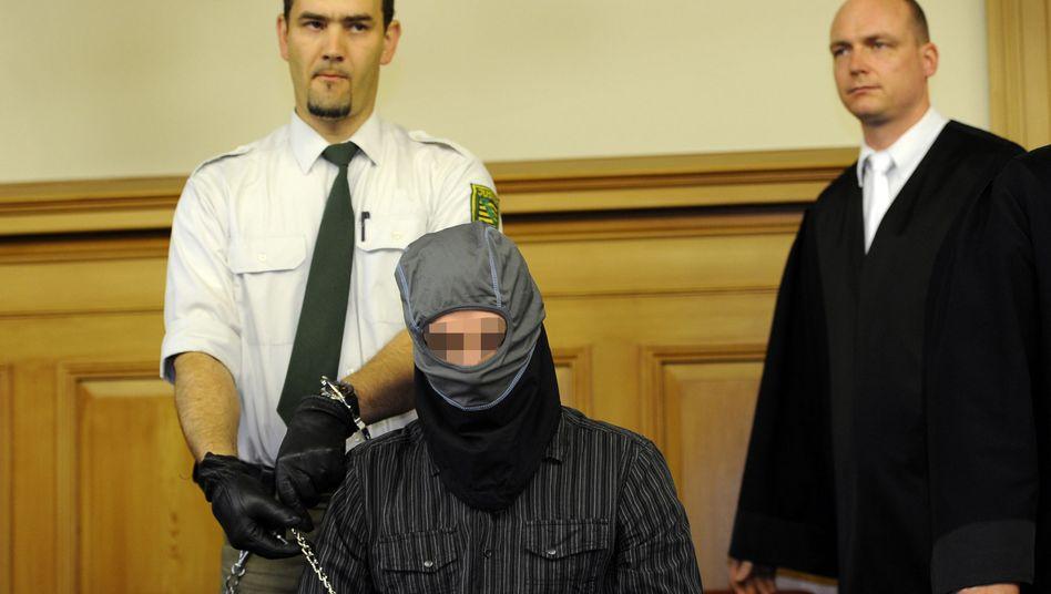 Steffen S. vor Gericht: Schmächtig, unscheinbar, unbelastet - und maskiert